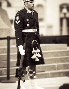 nathan-cirillo-tomb-unknown-soldier-sepia